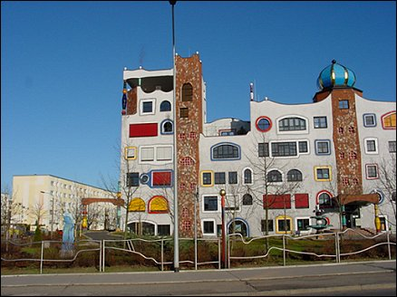 Friedensreich hundertwasser architektur art perfect for Hundertwasser architektur